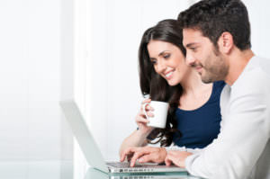laptop-couple-mug